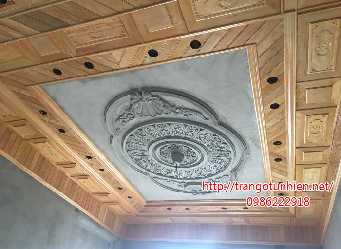 trần gỗ kết hợp hoa văn bê tông